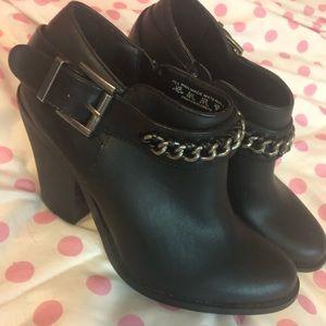 Heeled black boots